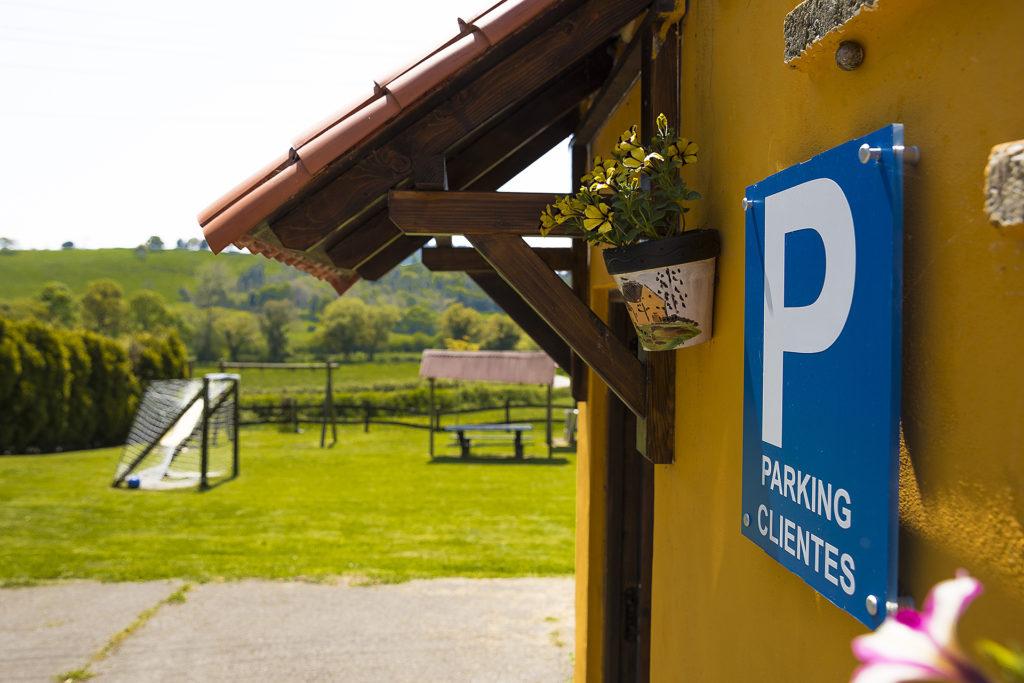 Parking de la Casa Rural Peña Careses